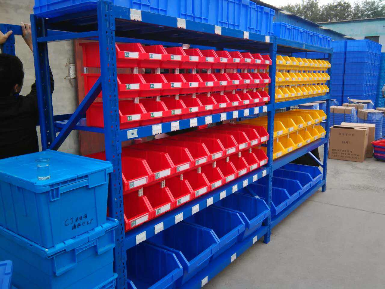 南京六合某大型制药公司中型货架
